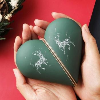 Heart-shape warmer power bank